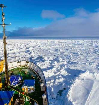 Barco-ruso-prisionero-en-la-Antartida