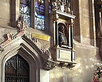 200px-Stratford_Holy_Trinity_Church3
