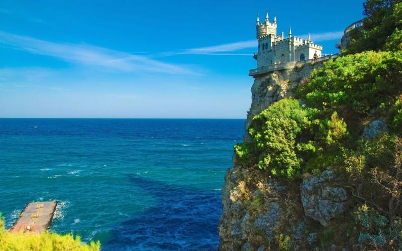swallow-nest-castle-yalta-crimean-peninsula-southern-ukraine-nature-Landscape-800x1280